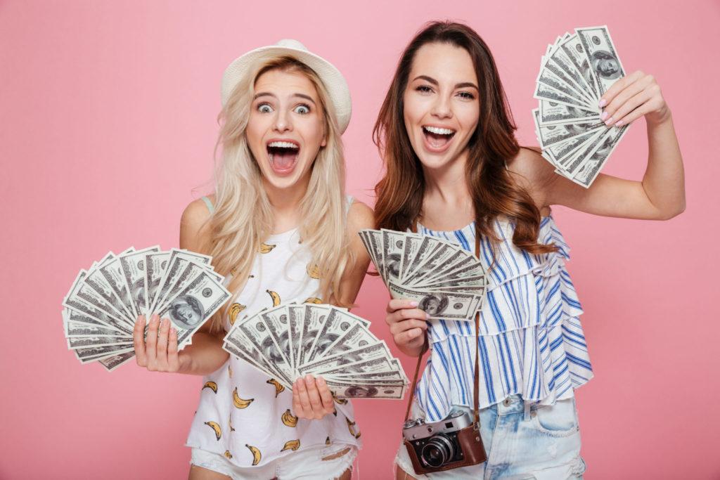 キャバクラ 稼げる 女の子たちがお金をもっている